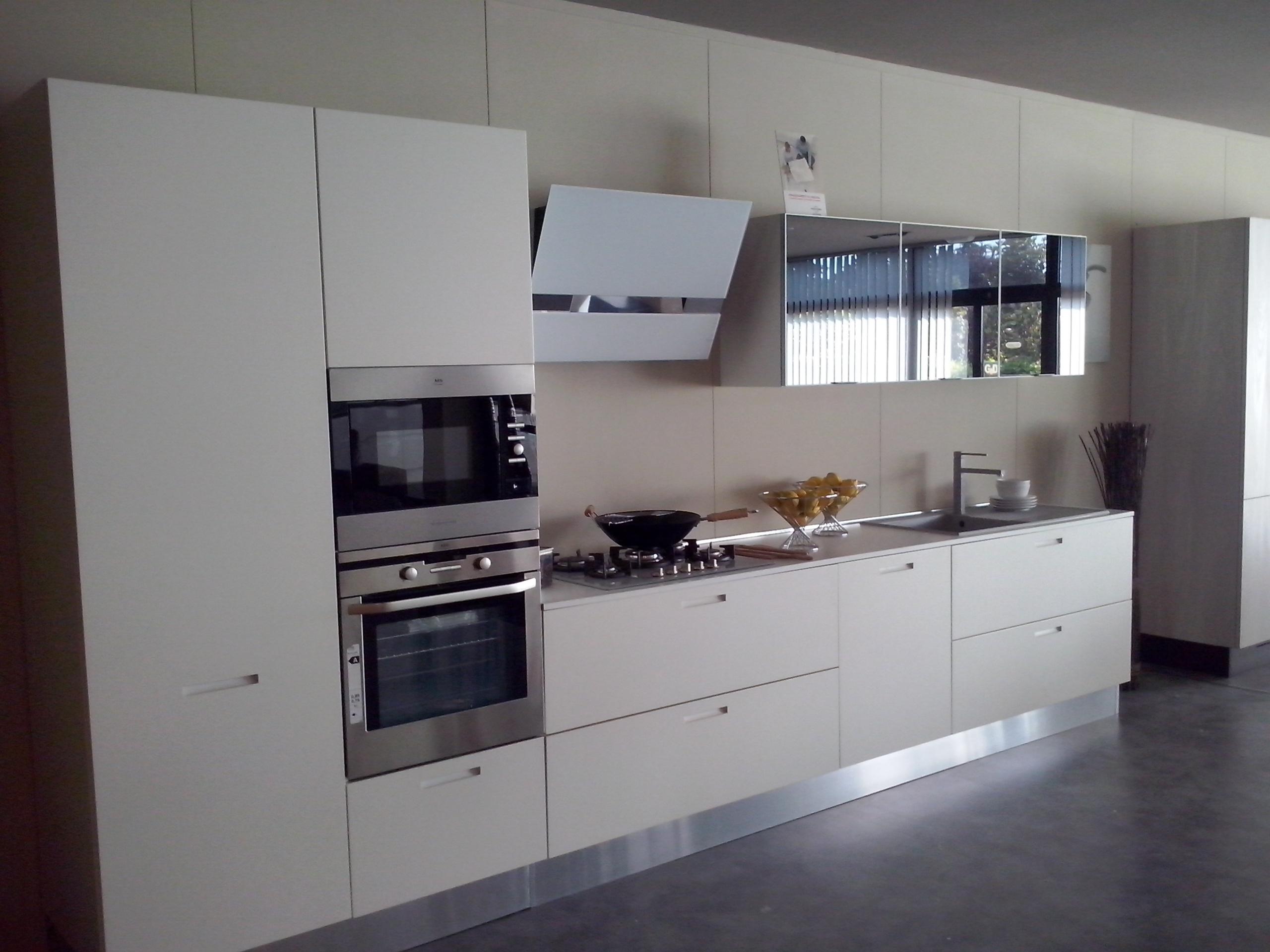Cucina valdesign cucine cucina laccata bianco opaco con - Cucine senza elettrodomestici ...