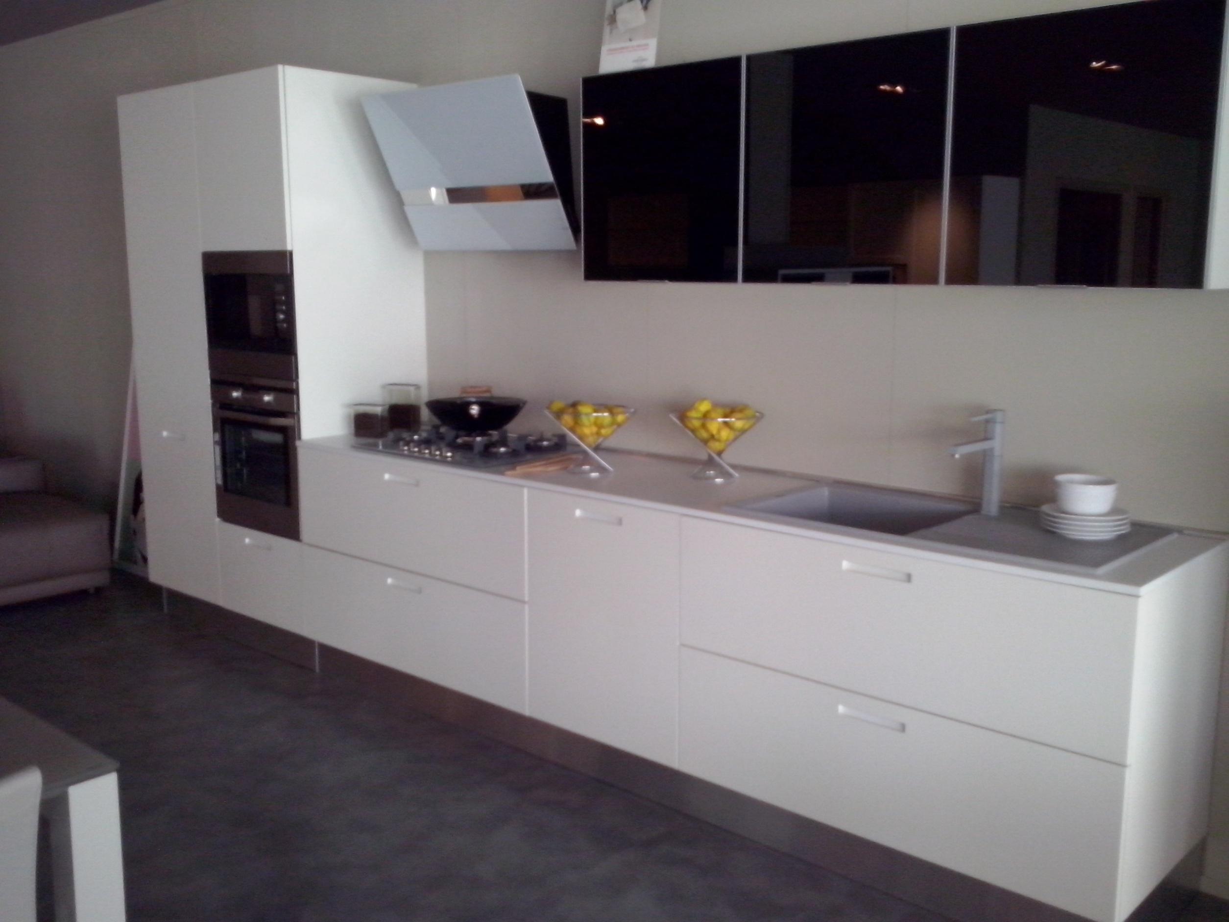 Cucina valdesign cucine cucina laccata bianco opaco con - Cucina senza maniglie ...