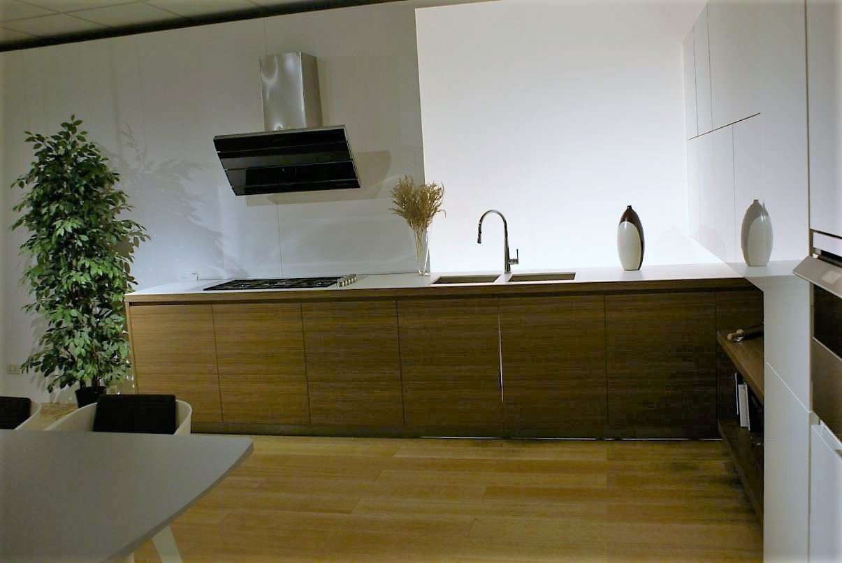 Cucina Varenna Outlet Cucine A Prezzi Scontati #B17E1A 2896 1936 Veneta Cucine O Varenna