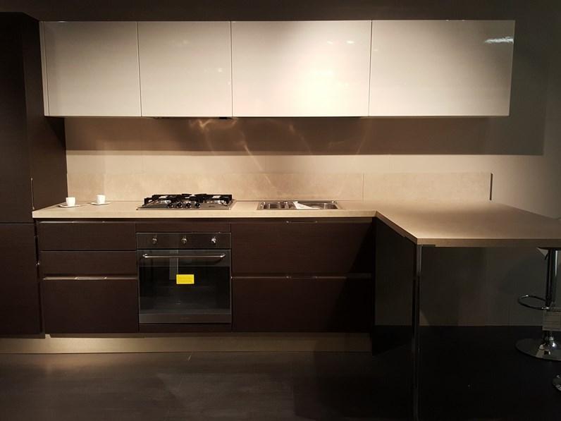 Cucina Veneta Cucine Carrera go in polimerico scontato del -60 %