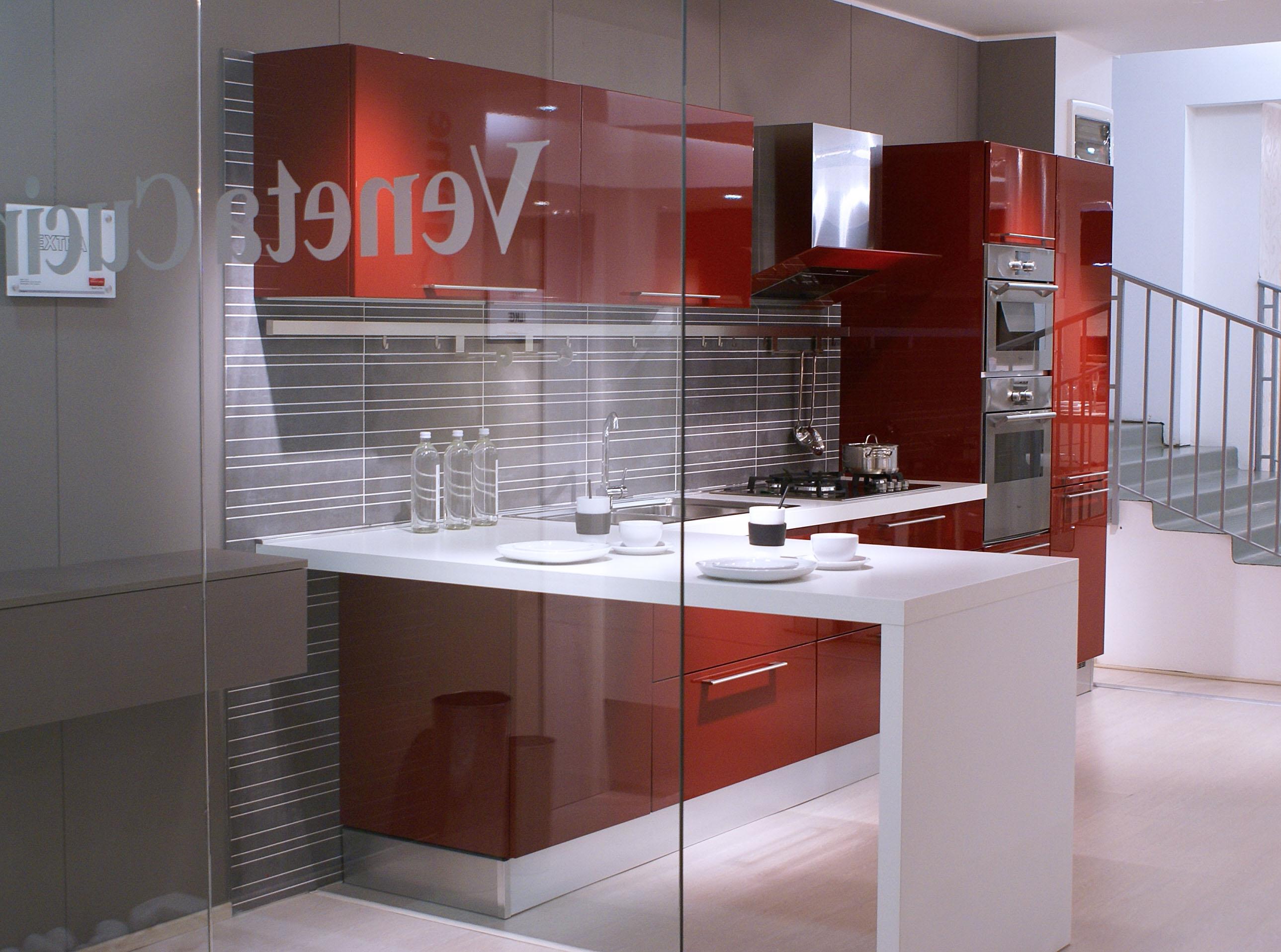 Awesome cucina veneta cucine extra con maniglia laccato lucido rosso amaranto moderno laccato - Cucina rossa e bianca ...