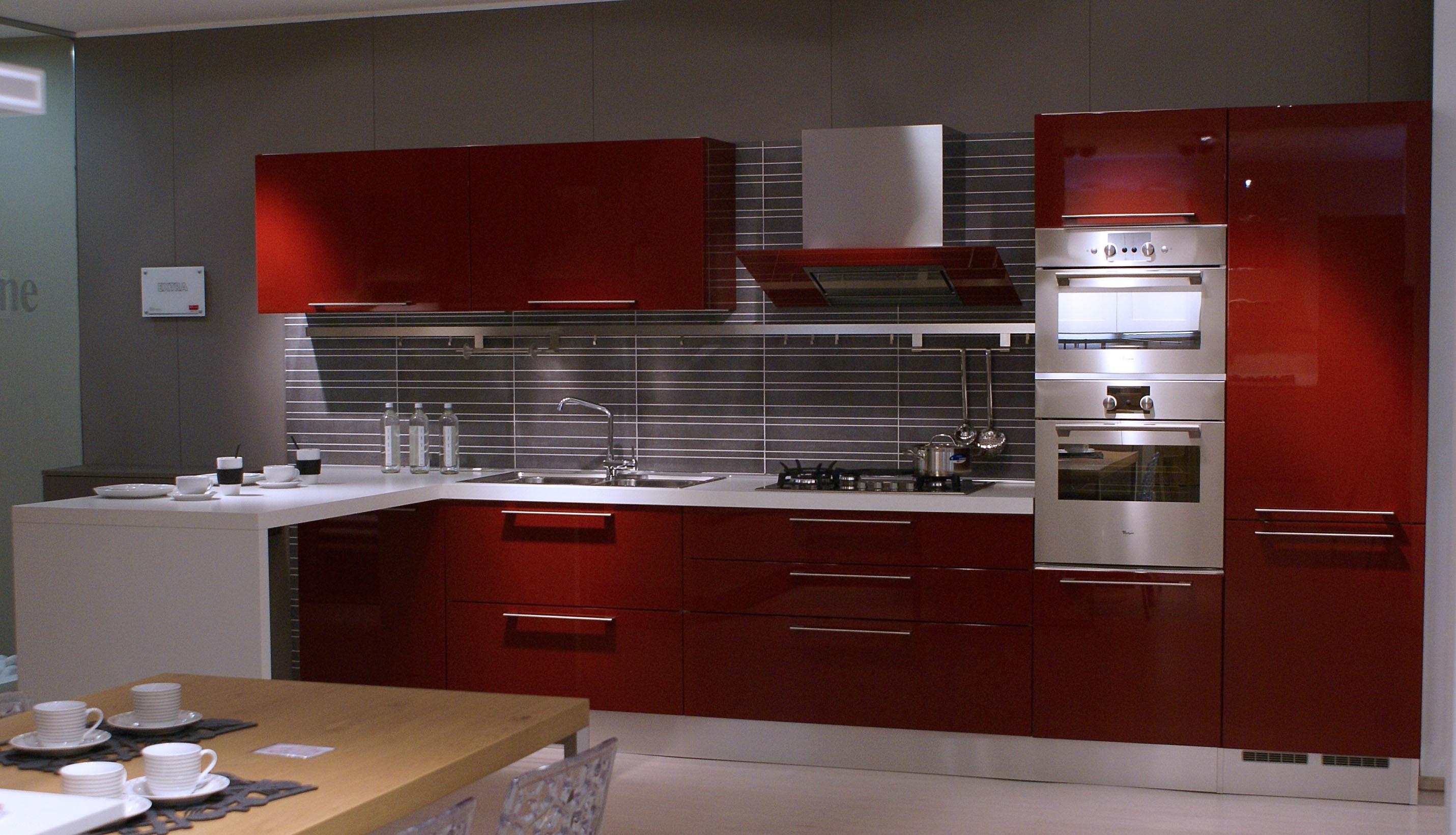 Cucina veneta cucine extra con maniglia laccato lucido rosso amaranto moderno laccato lucido - Veneta cucine prezzi ...