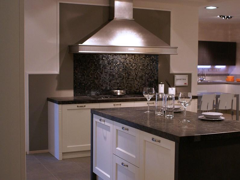Cucina Veneta Cucine Gretha con maniglia legno spazzolato bianco ...