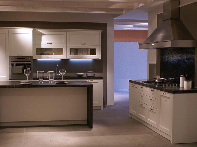 Cucina veneta cucine gretha con maniglia legno spazzolato - Cucina legno bianco ...
