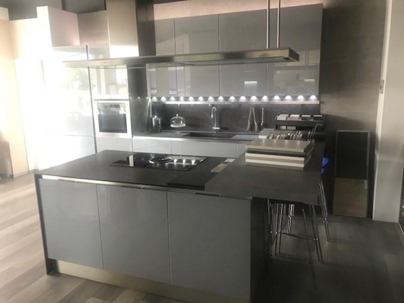 Veneta Cucine Isola.Cucina Veneta Cucine Moderna Con Penisola Grigio In Laccato