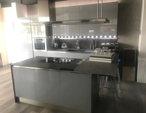 Cucina Veneta cucine moderna con penisola grigio in laccato lucido Carrera