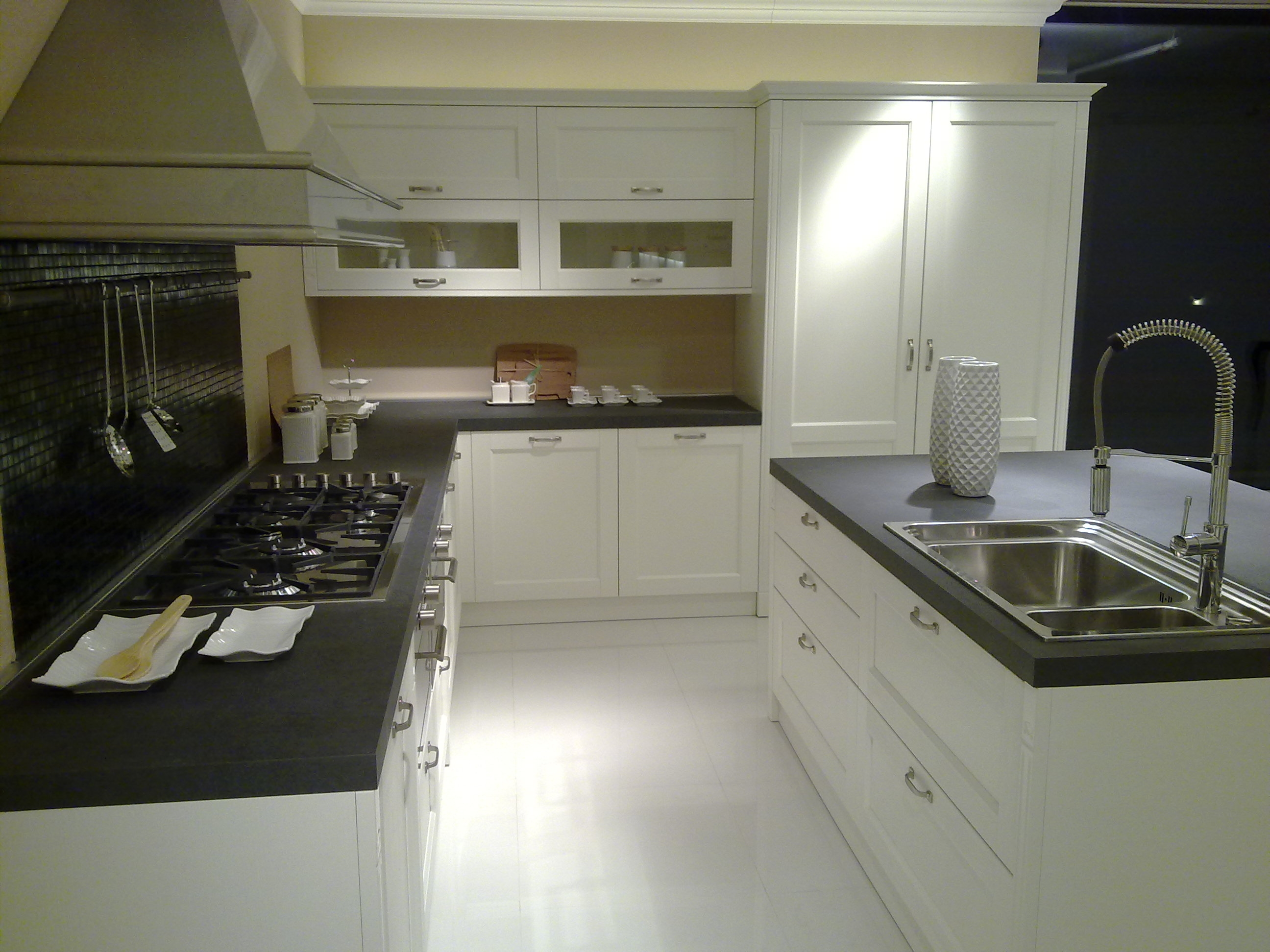 Cucina veneta cucine outlet 20020 cucine a prezzi scontati for Cucine di design outlet