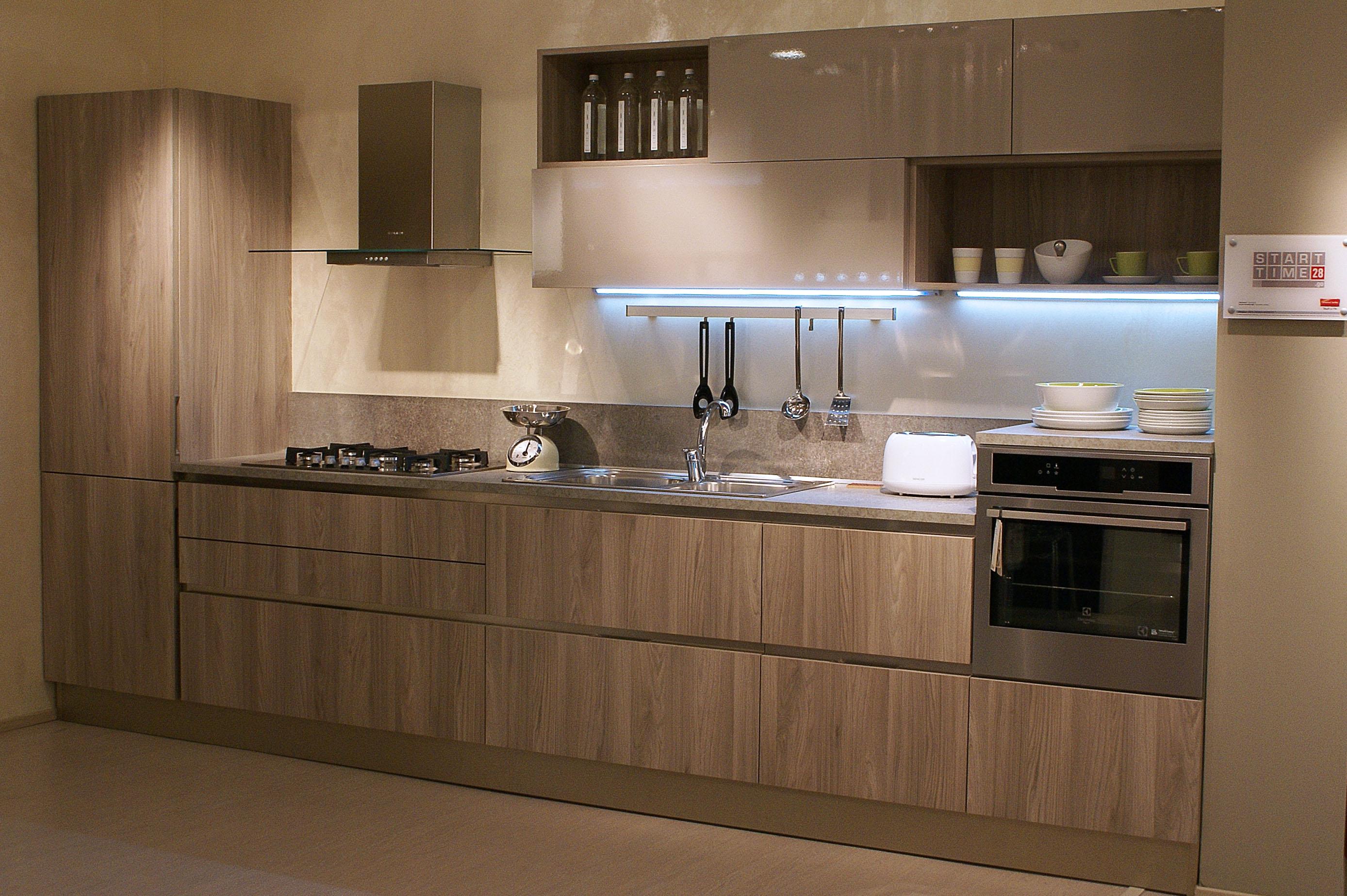 Cucina Veneta Cucine Start go sp.28 laminato olmo e laccato Moderno Legno Neutra - Cucine a ...