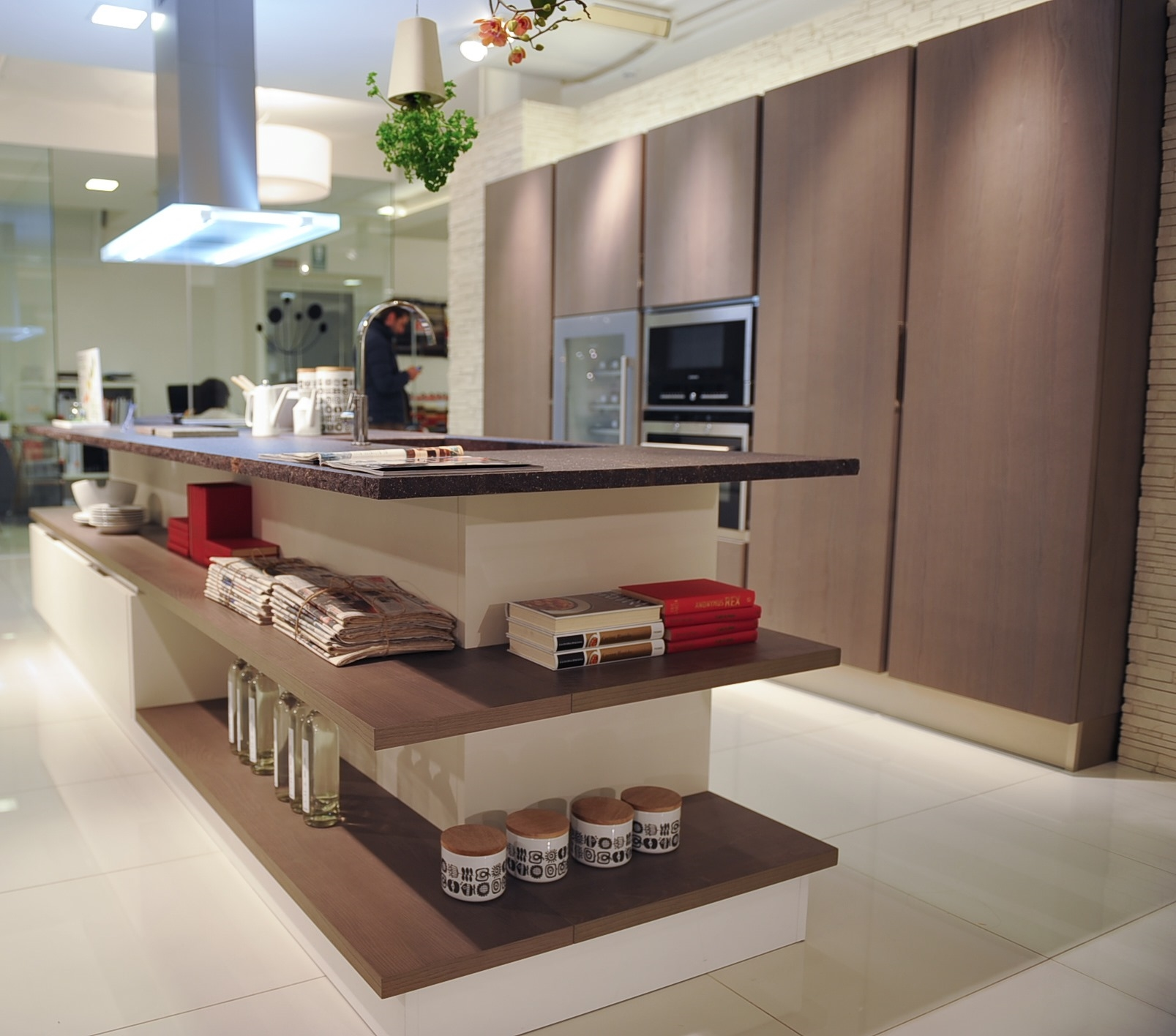 Chambre A Coucher La Roche Bobois : Veneta Cucine Modello Tulipano Con Basi E Colonne Sospese Colonna Per