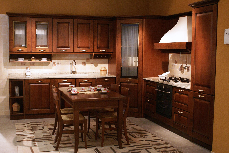 Cucina veneta cucine verdiana maniglia legno anticato - Cucine in legno chiaro ...