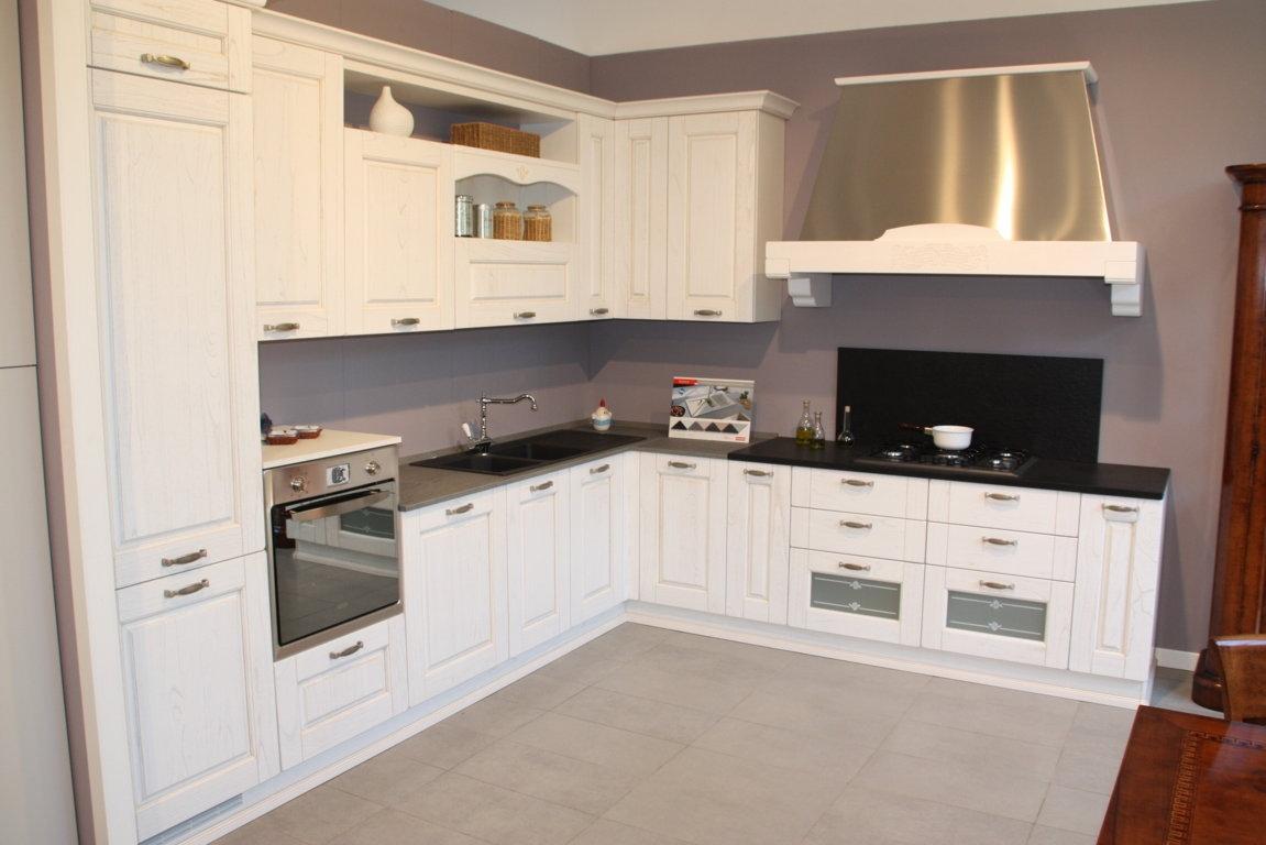 Cucine Con Top Nero: Con penisola top grigio scuro in legnocon elettrodomestici cucine.