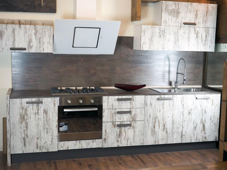 Cucina vintage etnica linerae con elettrodomestici design hotpoint - Disposizione elettrodomestici cucina ...