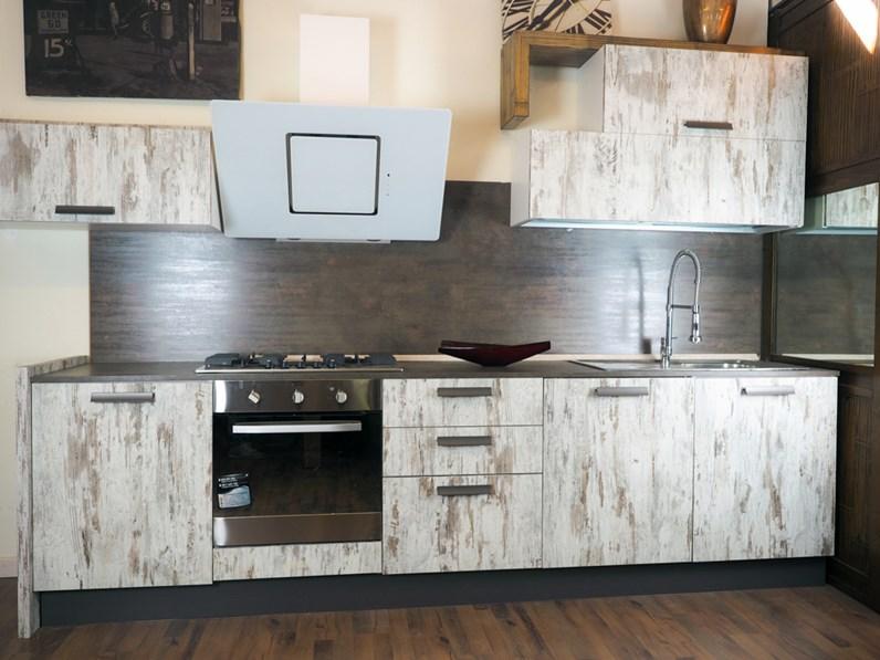 cucina vintage etnica linerae con elettrodomestici design hotpoint