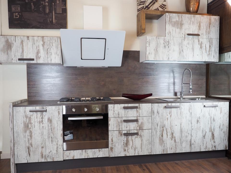 Cucina vintage etnica linerae con elettrodomestici design - Cucina stile vintage ...