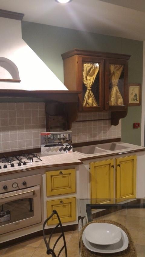 Cucina vittorina in massello e finta muratura cucine a - Bagno finta muratura ...