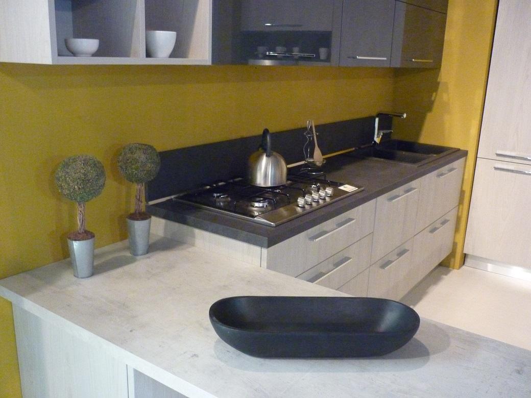 Cucina con penisola arredo3 modello wood scontata del 40 - Altezza penisola cucina ...
