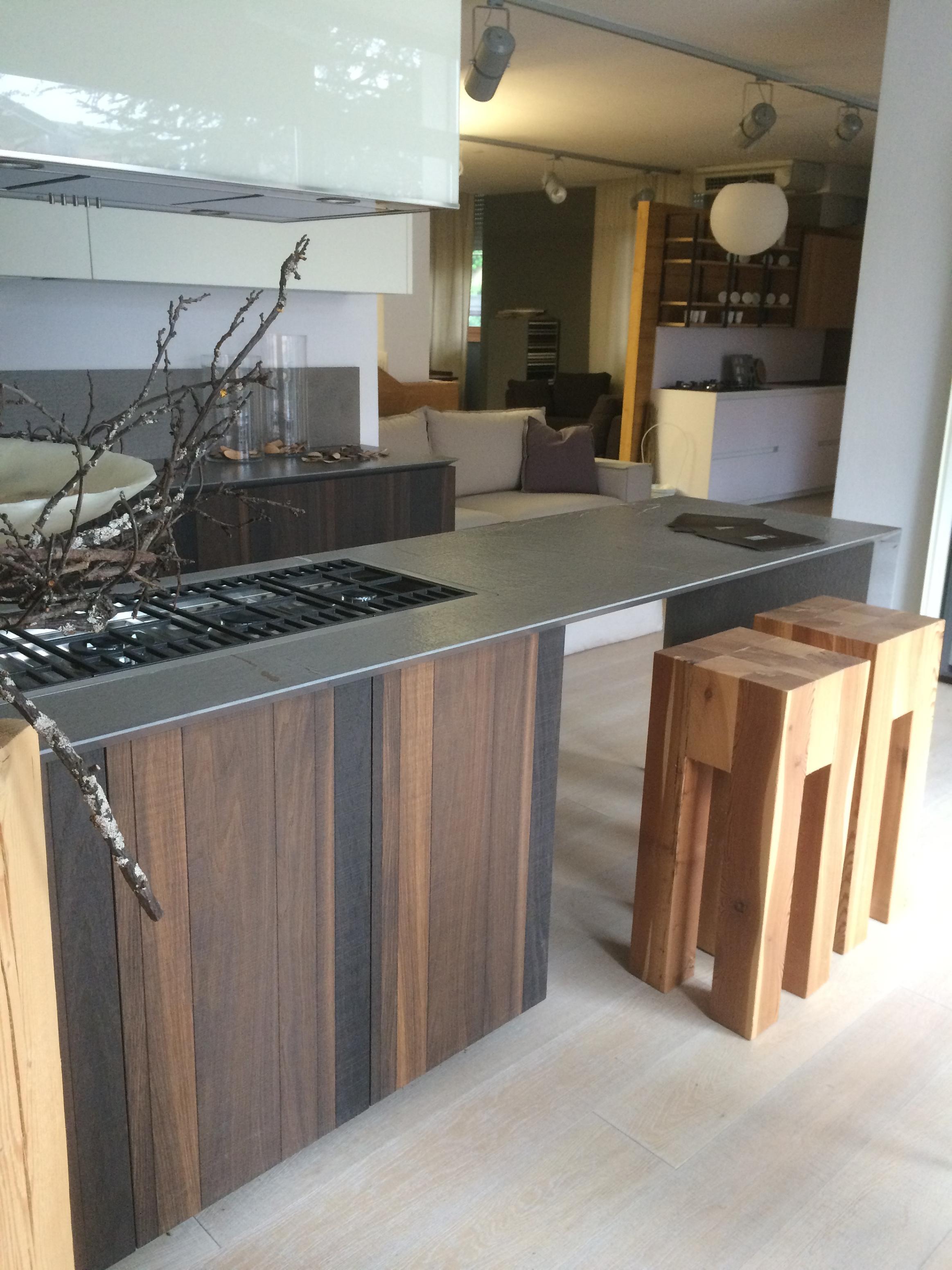 Cucina zampieri a isola in rovere termico scontatissima - Cucine in rovere ...