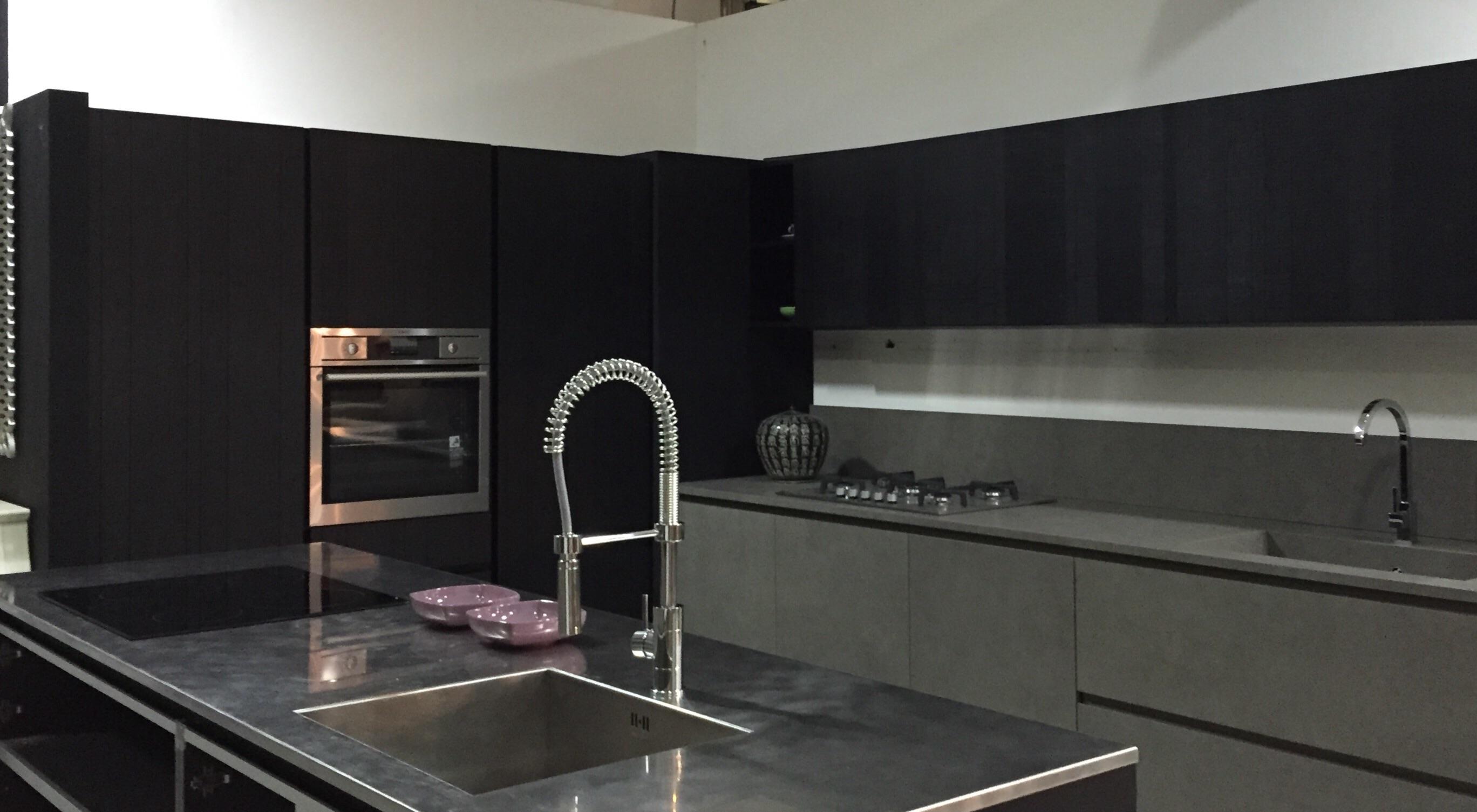 Cucina zampieri cucine glasstone y scontato del 45 for Zoccolo cucina ikea