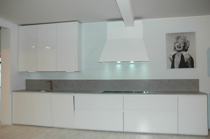 Cucina zampieri glass vetro temperato bianco lucido scontata60 cucine a prezzi scontati - Schienale cucina in vetro temperato ...