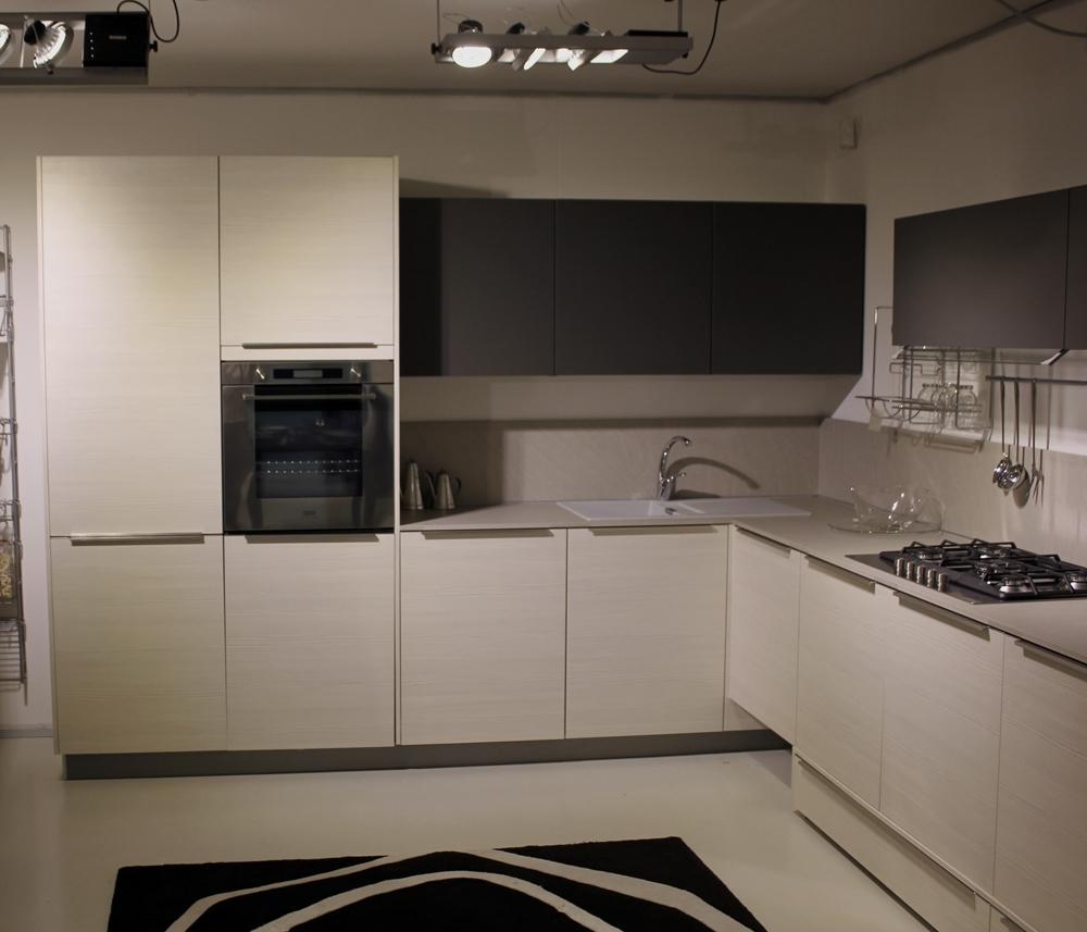 Cucina zanotto hacker moderna laminato materico neutra - Cucina bianca e marrone ...