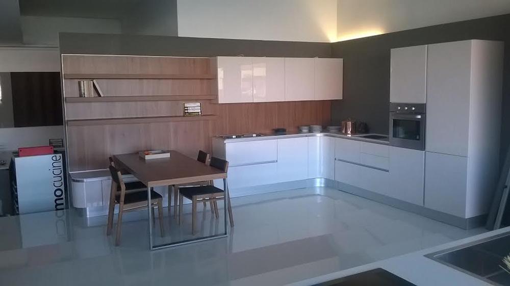 Cucina zanotto laccata bianca lucida e legno moderno - Cucina bianca lucida ...