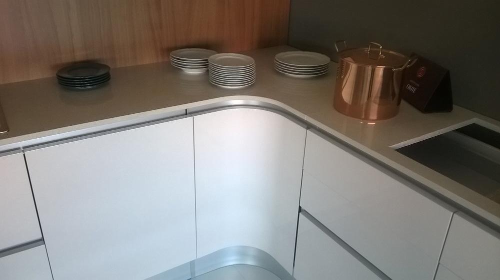 Cucina zanotto laccata bianca lucida e legno moderno - Cucina laccata bianca ...
