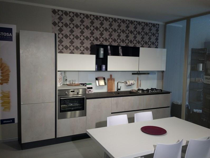 Cucina + zona living + tavolo Aleve\' Stosa cucine a prezzo scontato