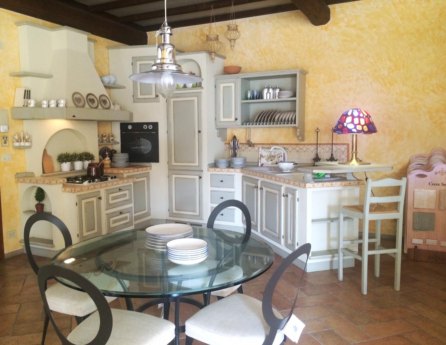 Caminetto al centro della stanza - Cucine con forno ad angolo ...