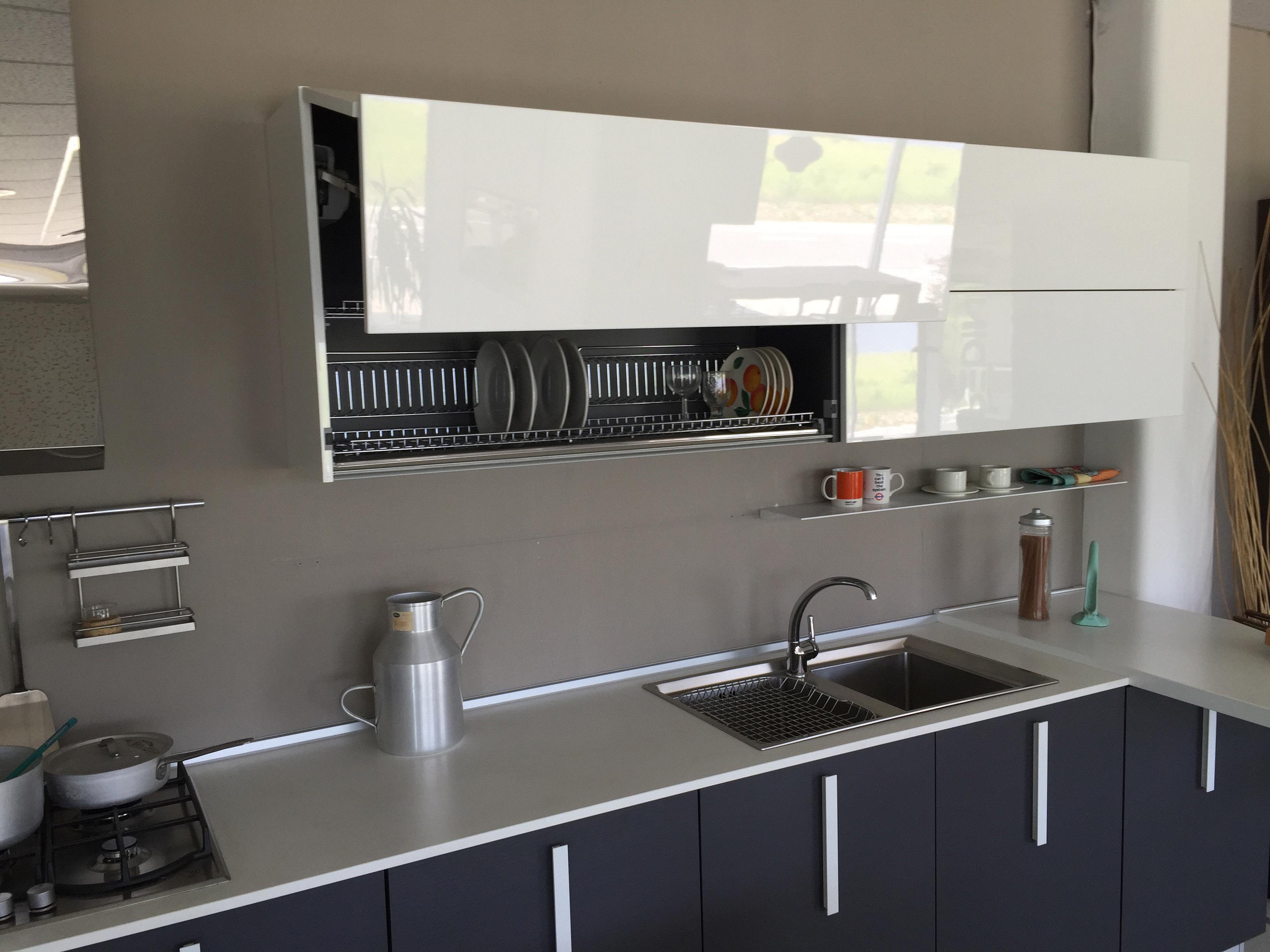 Idee cucina con penisola vr74 regardsdefemmes - Cucine moderne piccole ad angolo ...
