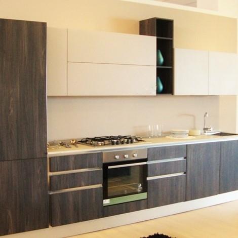 Cucina moderna lineare in laminato scontata del 40% ...