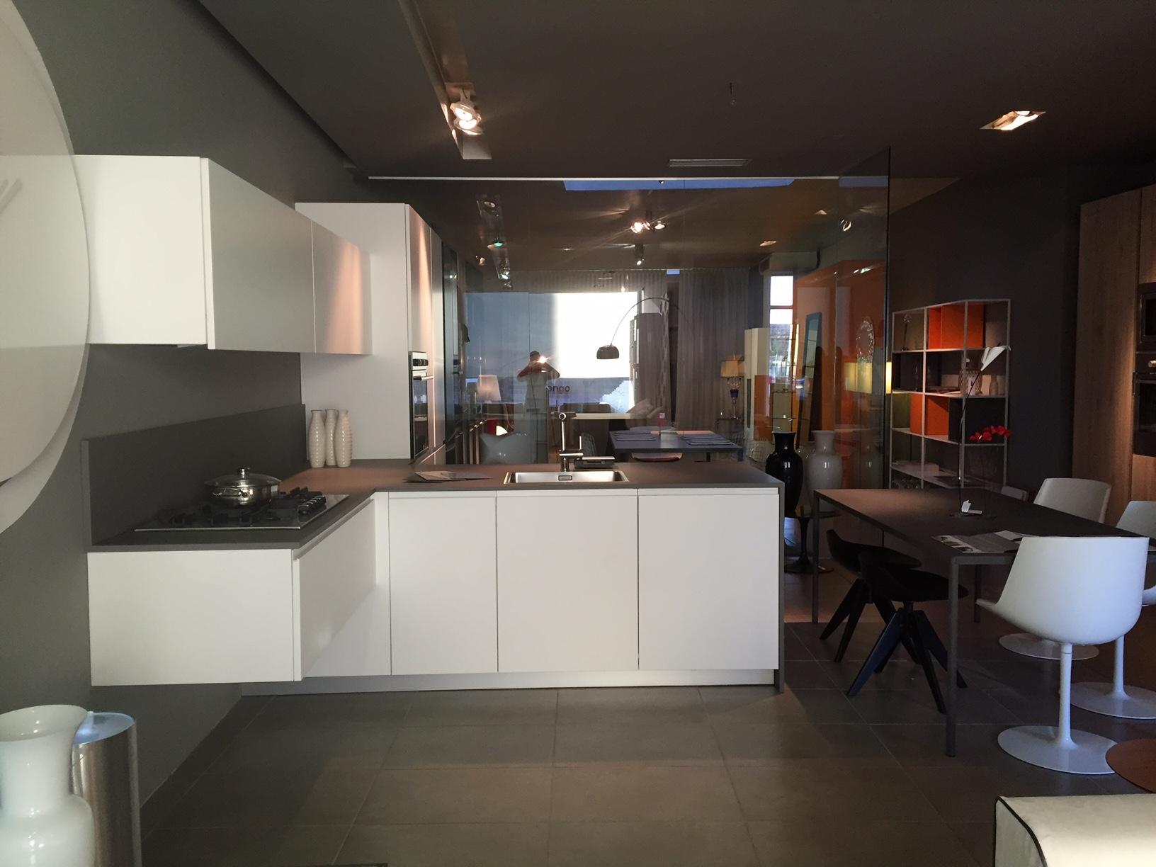 Cucine scontate torino latest artre cucina flo moderna for Cucine in offerta a torino