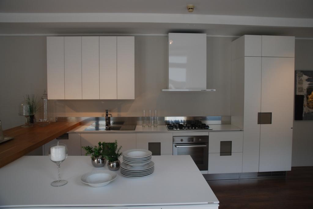 Ernestomeda cucina carr laccata bianco opaco seta soft cucine a prezzi scontati - Cucina ernestomeda prezzi ...