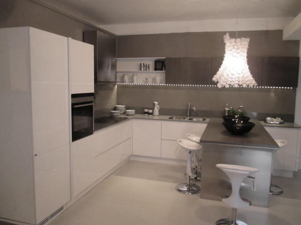 Ernestomeda cucina emetrica design laccato lucido bianca for Design cucina