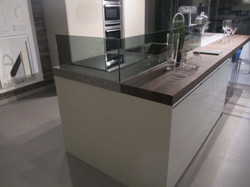 Ernestomeda cucina icon design vetro isola cucine a - Cucina isola prezzi ...