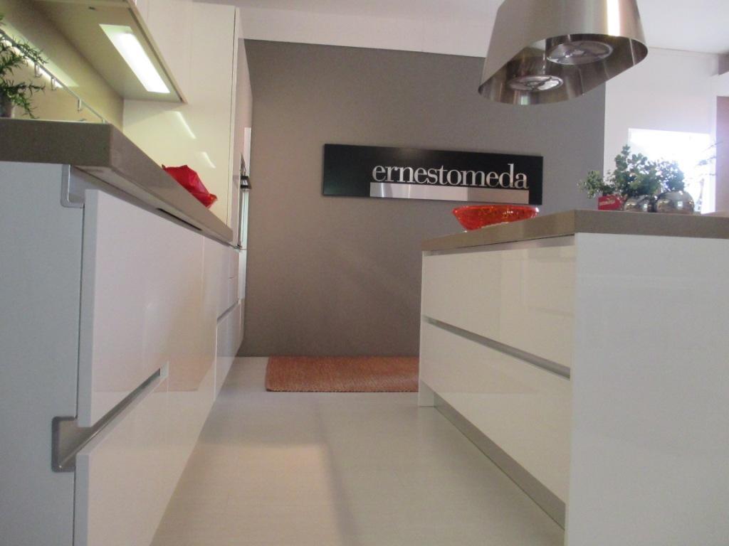 Ernestomeda Cucina One ernestomeda Laccato Lucido - Cucine a ...