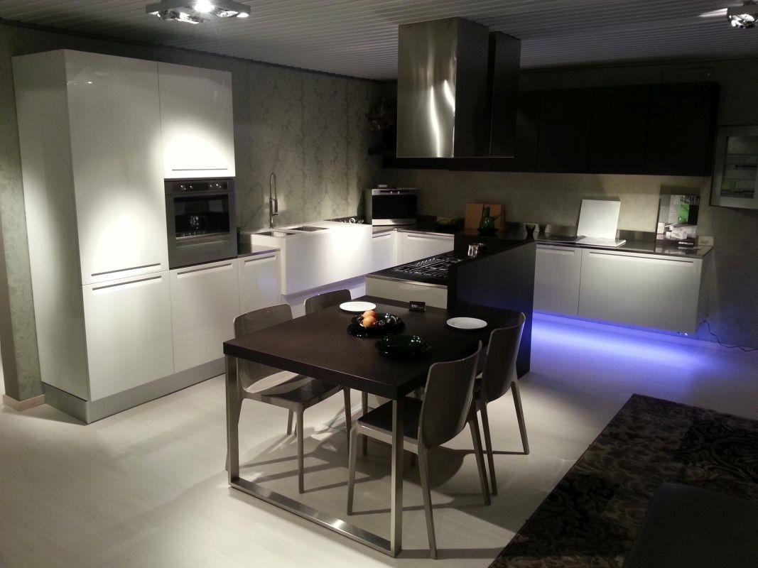 Cucina doimo cucine extra laccato lucido bianco e rovere - Cucina rovere bianco ...
