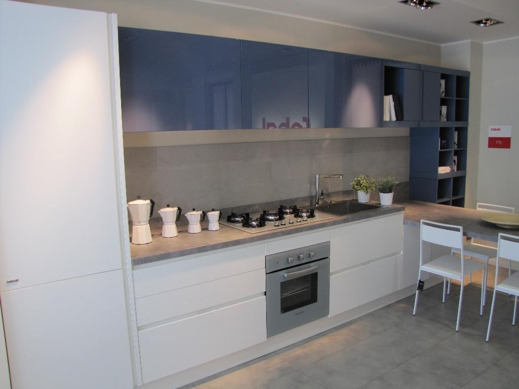 Febal cucina city monolac blu grigio e laminato bianco - Laminato in cucina ...