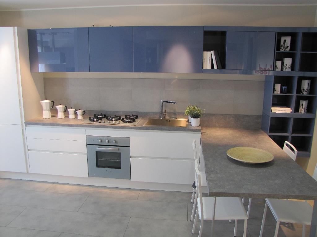 Febal cucina city monolac blu grigio e laminato bianco poro cucine a prezzi scontati - Febal cucine prezzi ...