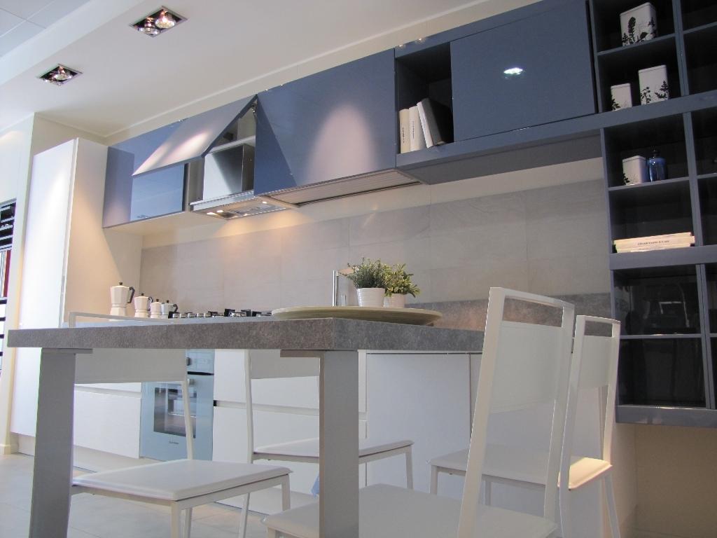 Febal cucina city monolac blu grigio e laminato bianco for Ufficio bianco e blu