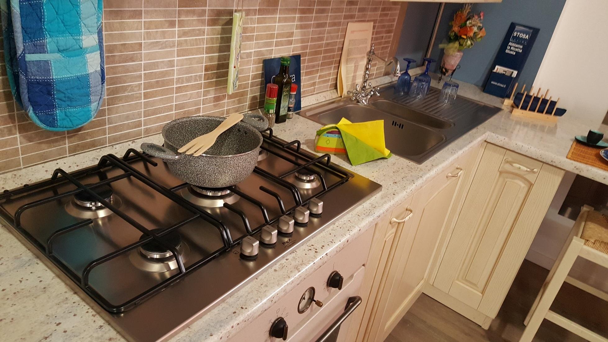 Stosa cucine cucina ginevra laccata stosa cucine scontato for Outlet cucine abruzzo