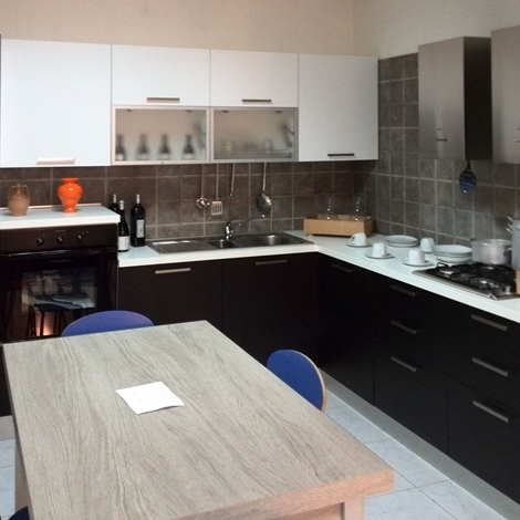 Laca cucina artigianale anta frassinata bianco e nero cucine a prezzi scontati - Cucine nere lucide ...