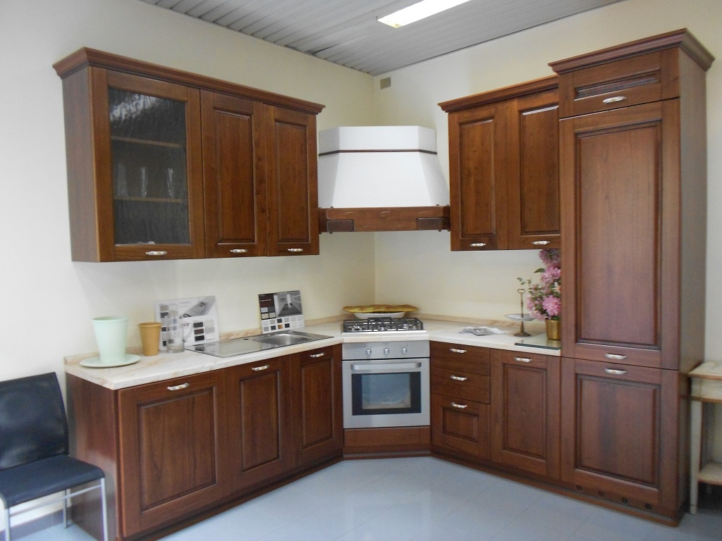 Astra cucine cucina classica in castagno scontato del 62 - Cucine angolari ...