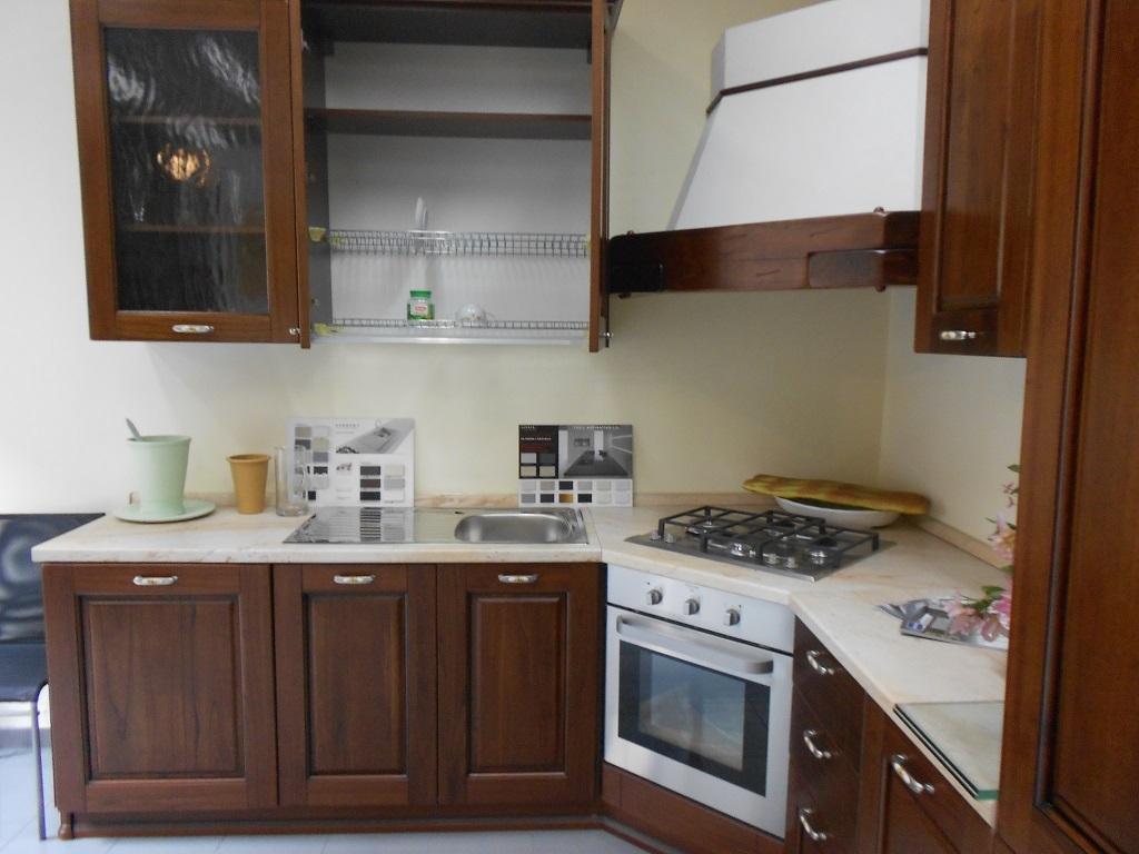 Astra cucine cucina classica in castagno scontato del 62 - Cucina lube classica ...