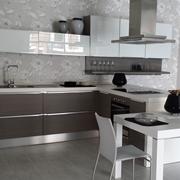 Lube Cucine Cucina Fabiana con Penisola, in Polimerico Opaco, Vetro lucido e Acrilico lucido, scontata al -50%