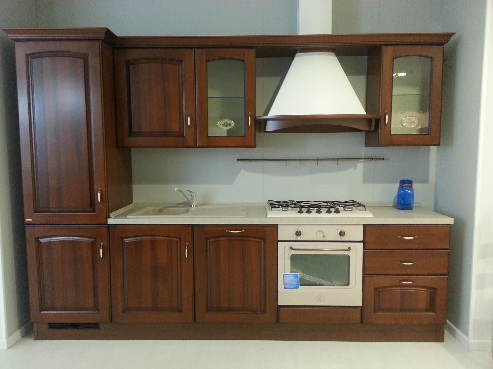 Cucina scavolini madeleine classica legno noce cucine a - Cucina scavolini classica ...