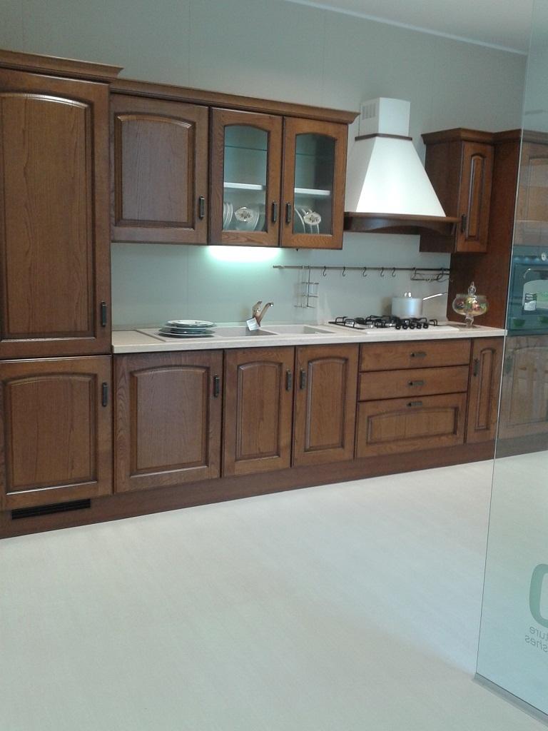 Madline castagno cucina scavolini nuova prezzo outlet for Cerco cucina nuova occasione