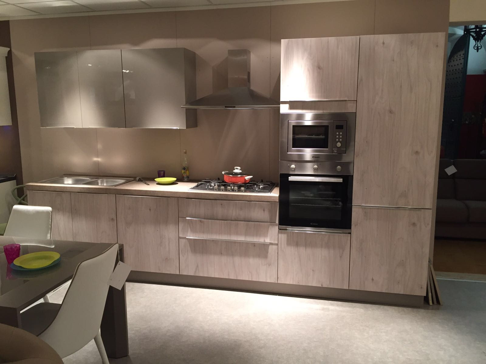 Netcucine cucina moderna lineare con elettrodomestici - Cucina a mobile ...