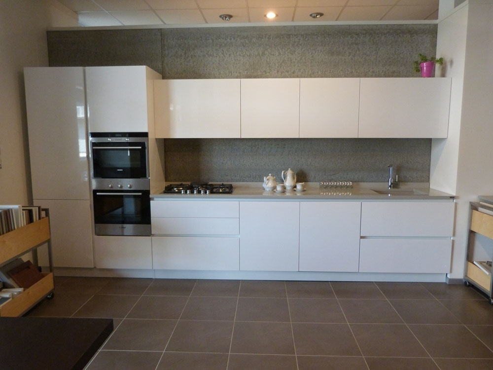 MK Cucine in Polimerico Lucido con lavello e piano cucina in OKITE ...