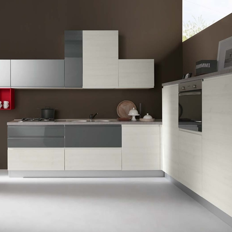 Cucina moderna ad angolo con elettrodomestici - Cucine a prezzi ...