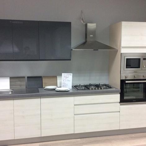 Cucina moderna lineare con elettrodomestici inclusi - Cucina con elettrodomestici ...